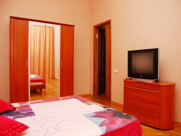 Квартира простой ремонт комната